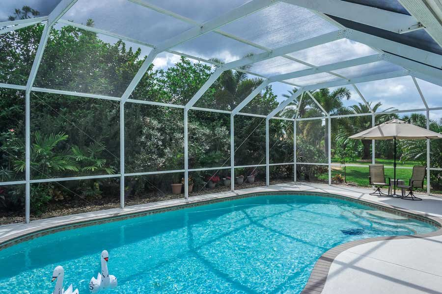 How popular are swimming pools in florida homes for Florida pool homes